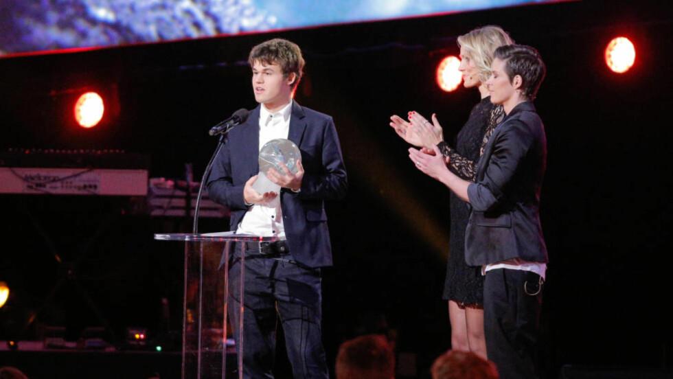 STORESLEM: Magnus Carlsen vant tre priser under Idrettsgallaen: Utøvernes pris, Åpen klasse og Årets navn. Foto: Audun Braastad / NTB scanpix
