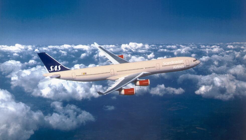 FORBYR SAMSUNG-TELEFON: Sent fredag kveld besluttet flyselskapet å forby reisende som har telefonen å bruke den eller lade den ombord. Bilde: SAS