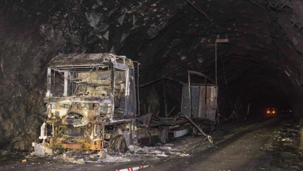 Livsfarlig brann: Dette utbrente vraket av et vogntog sto igjen i Gudvangatunnelen etter brannen i 2013. Foto: Per Flåthe / Dagbladet