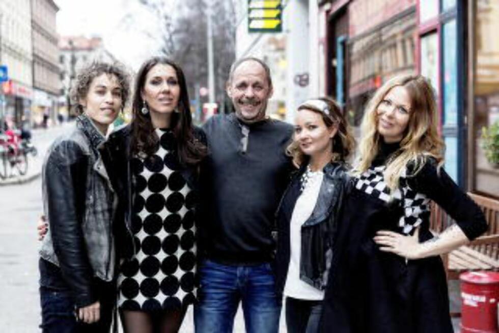 OMGITT: Rune Rudberg og jentebandet Cocktail Slippers utenfor Bar Boca i Oslo  Foto: Lars Eivind Bones / Dagbladet