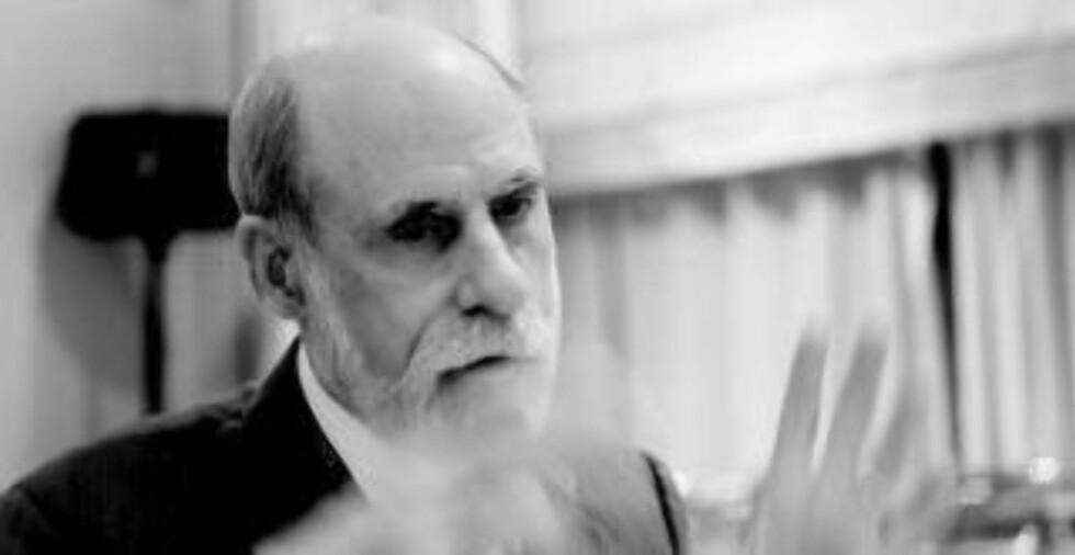 ADVARER: Vint Cerf er en av grunnleggerne av internett - og Google-evangelist. Han har lenge advart mot det han ser som teleoperatørenes forsøk på å kommersialisere og lagdele nettets infrastruktur. Foto: Google