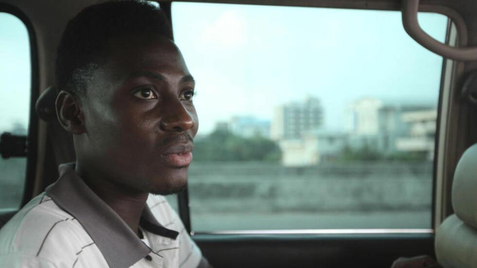 ULOVLIG Å VÆRE HOMOFIL: Dette bildet fra 2011 viser homofile Rashidi Williams i Lagos i Nigeria. Da han ble banket opp av en gjeng menn i 2011, gikk han ikke til politiet - fordi det trolig hadde sørget for at han fikk større problemer. Foto: AP Photo/Sunday Alamba/NTB Scanpix