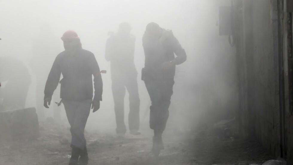 OPPRØRERE: Syriske opprørere, fotografert i Damaskus. En rekke skandinaver deltar i kampene. Foto. GORAN TOMASEVIC / REUTERS / NTB SCANPIX