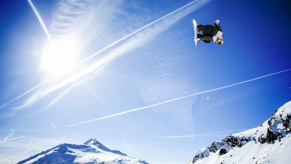 TOK MEDALJE: Norske Ståle Sandbech (20) tok bronse under nattas Big Air-finale på Snowboard i X Games. Her er han under en trening i fjor. Foto: Bjørn Langsem / DAGBLADET