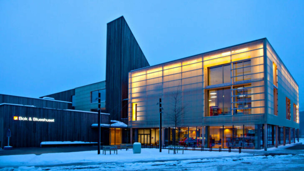 VED VANNET: Bok & Blueshuset ligger ved Heddalsvannet i Notodden, og har kostet 140 millioner kroner.