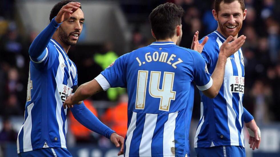 JUBEL:  Wigan er på vei til en ny stor cupsesong. Her jubler de over åpningsmålet i kampen. Foto: Geoff Caddick / AFP / NTB Scanpix