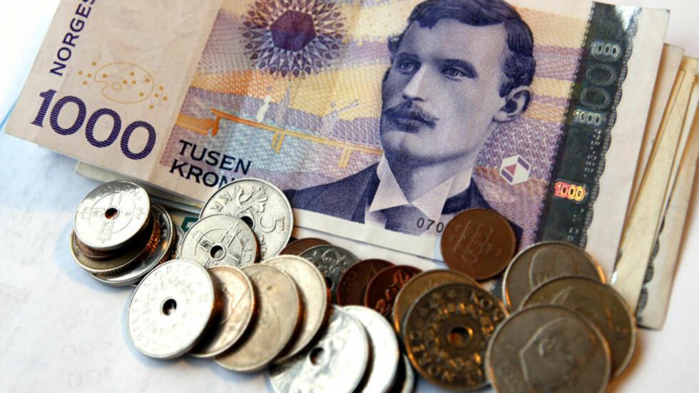 IKKE SÅ DYRT SOM DU SKULLE TRO: Statistikken viser at lønnen har økt langt mer enn prisene de siste 30 årene. Foto: GORM KALLESTAD / SCANPIX