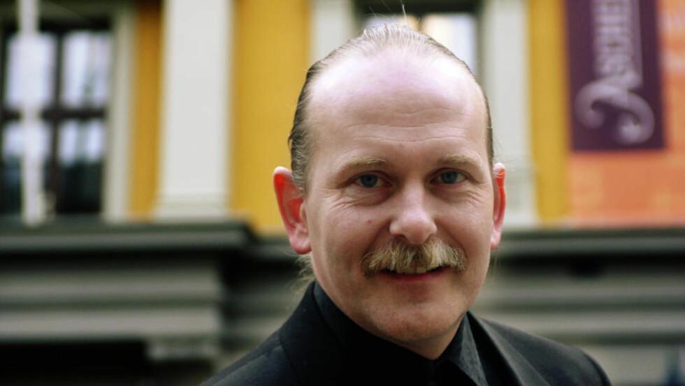 ROMAN OM SKRIVING: I sin nye roman skriv Odd W. Surén om landet Blokk, der hovudpersonen Corr er «Den som skriver».  Foto: Cornelius Poppe / SCANPIX
