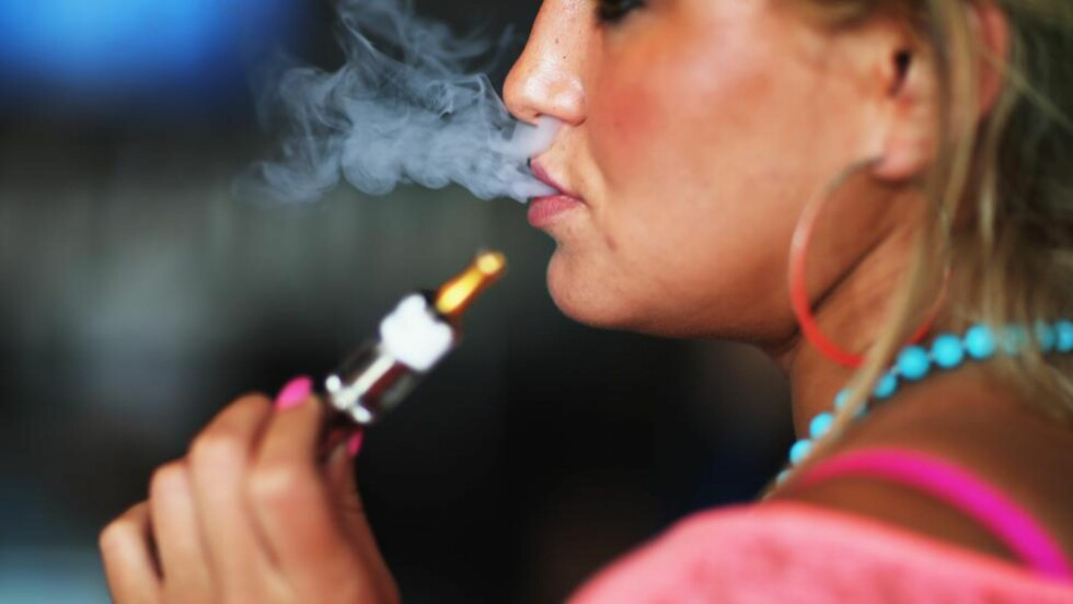 BRA FOR FOLKEHELSA: Forsker Karl Erik Lund mener en frislipp av e-sigaretter vil være bra for den norske folkehelsa. - Det er den beste måten å få folk til å slutte å røyke. Illustrasjonsfoto: NTB Scanpix
