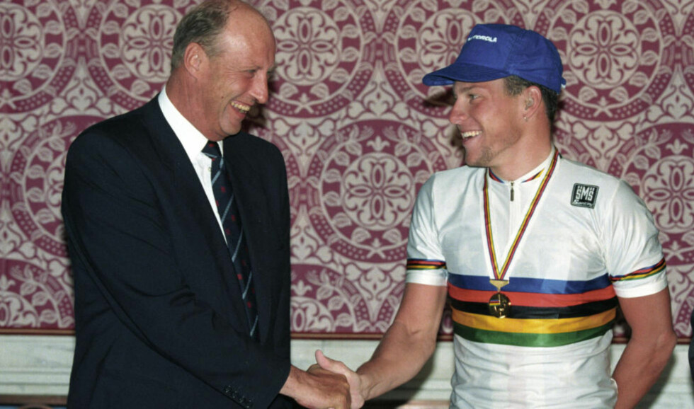 LANCE MØTTE KONGEN: Etter VM-gullet fikk i 1993 fikk Lance Armstrong gratulasjoner fra kong Harald. Foto: FOTO:  Lise Åserud / SCANPIX