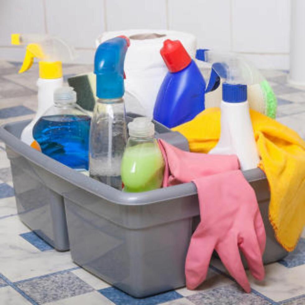 VELG RIKTIG: Ifølge ekspertene bør du alltid velge vaskemidler som er laget spesifikt for baderommet - disse inneholder ikke fettstoffer. Foto: FOTOLIA