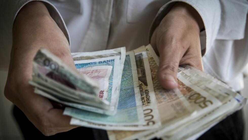 KUTTER VEKK: Fra neste år trenger du ikke lenger betale avgift hvis du arver etter dødsfall eller mottar gave. Foto: Erlend Aas / NTB scanpix