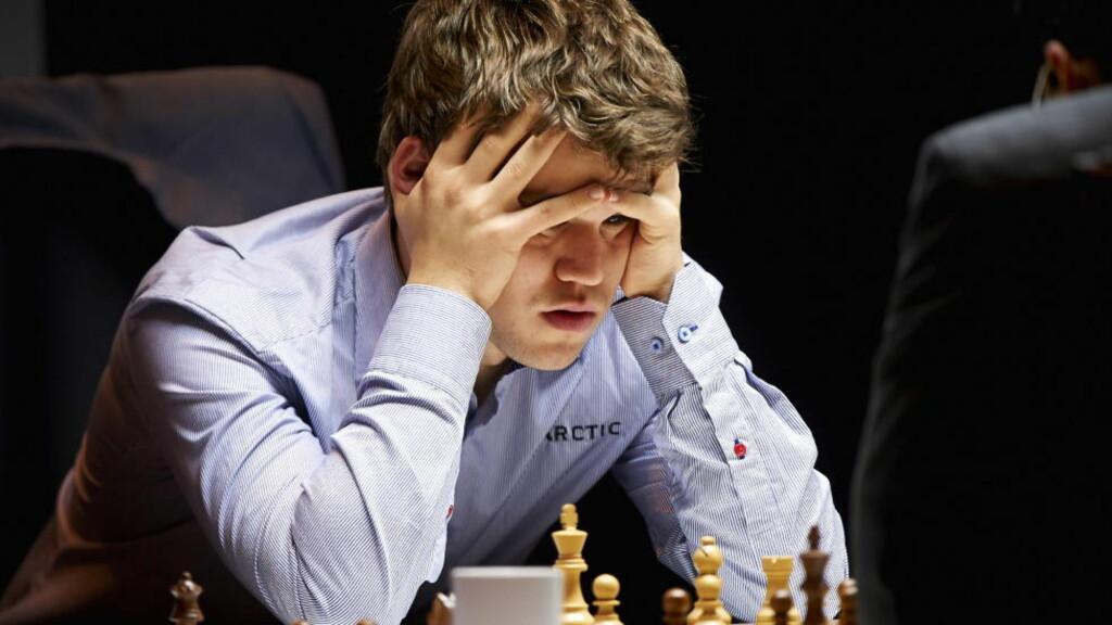 GOD PÅ TID: Magnus Carlsen havner sjelden i tidstrøbbel i sine partier og både nordmannen og Anand har 120 minutter på de første 40 trekkene i VM. Foto: Kent Skibstad / NTB scanpix