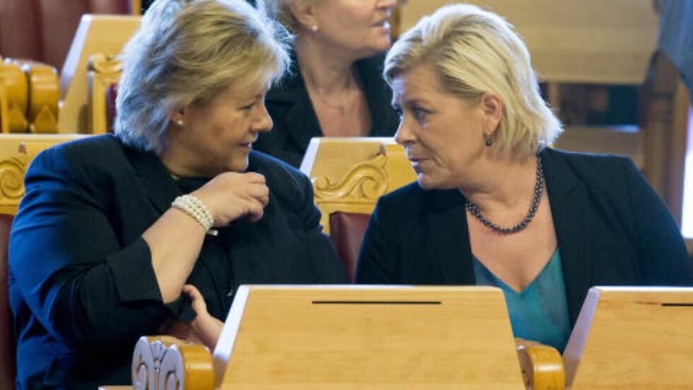 STOLT: Det var en stolt statsminister Erna Solberg og finansminister Siv Jensen som i går la fram den nye regjeringens tilleggsproposisjon. Foto: Håkon Mosvold Larsen / NTB scanpix