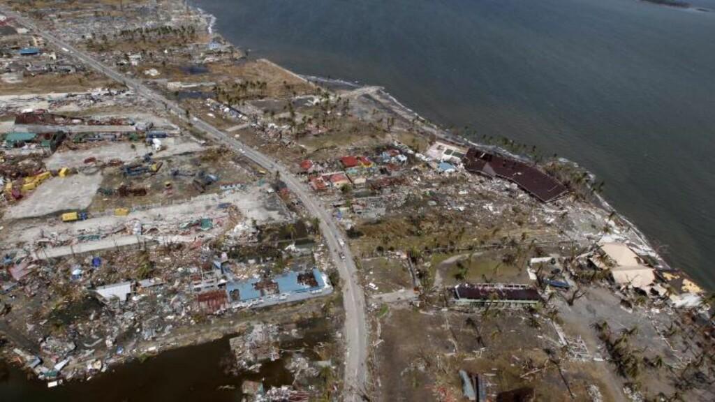 -10 000 døde: Bare i byen Tacloban på Filippinene har 10 000 mennesker mistet livet etter tyfonens herjinger, ifølge FN. Foto: EPA/DENNIS M. SABANGAN/SCANPIX