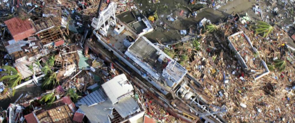 TIDENES VERSTE KATASTROFE: Om det viser seg å være riktig at mer enn 10 000 mennesker er drept av tyfonen, er Haiyan den dødeligste naturkatastrofen som noensinne er registrert på Filippinene. Foto: Lt Col Gaudie Lauron/Philippine Air Force/Reuters/Scanpix