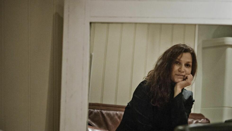 DE NÆRE: Merethe Lindstrøms nye noveller studerer nære relasjoner, men har et sosialt tilsnitt og tematiserer både fattigdom, rus og omsorgssvikt.  Foto: Jørn H. Moen / Dagbladet
