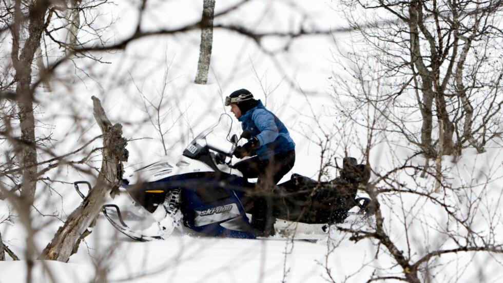 FORNØYELSE:  Regjeringen utvider forsøksordningen for fornøyelseskjøring med snøscooter i utmark - og lar nå over hundre kommuner delta i ordningen. Illustrasjonsfoto: Gorm Kallestad / SCANPIX