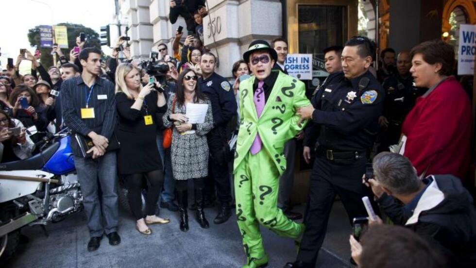 TOK SKURKEN:  Politiet i San Fransisco arresterte fredag skurken «Gåten» ved hjelp av «The Batkid».Foto: NTBScanpix/ Ramin Talaie/Getty Images/AFP
