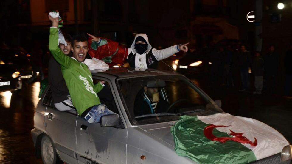 TOLV DØDE:  Algerie feiret i går at VM-billetten ble sikret. Tolv omkom i feiringen, deriblant fem barn. Foto: EPA / NTB Scanpix