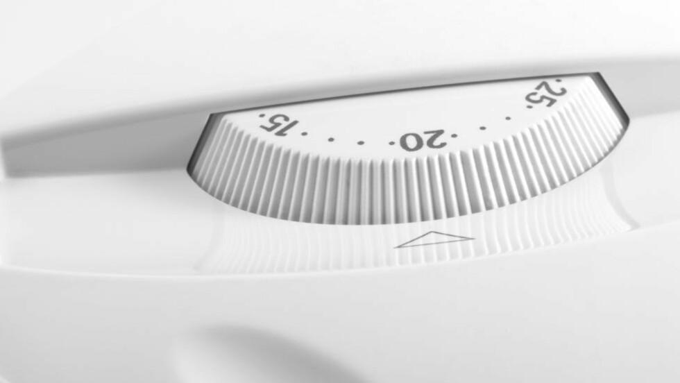 IKKE GODT NOK: For å oppfylle de nye EU-kravene vil det ikke være tilstrekkelig med en mekanisk romtermostat - den må være elektronisk, ifølge Stig Foss, seniorrådgiver i Energibruksseksjonen i Norges vassdrags- og energidirektorat (NVE).  Foto: COLOURBOX