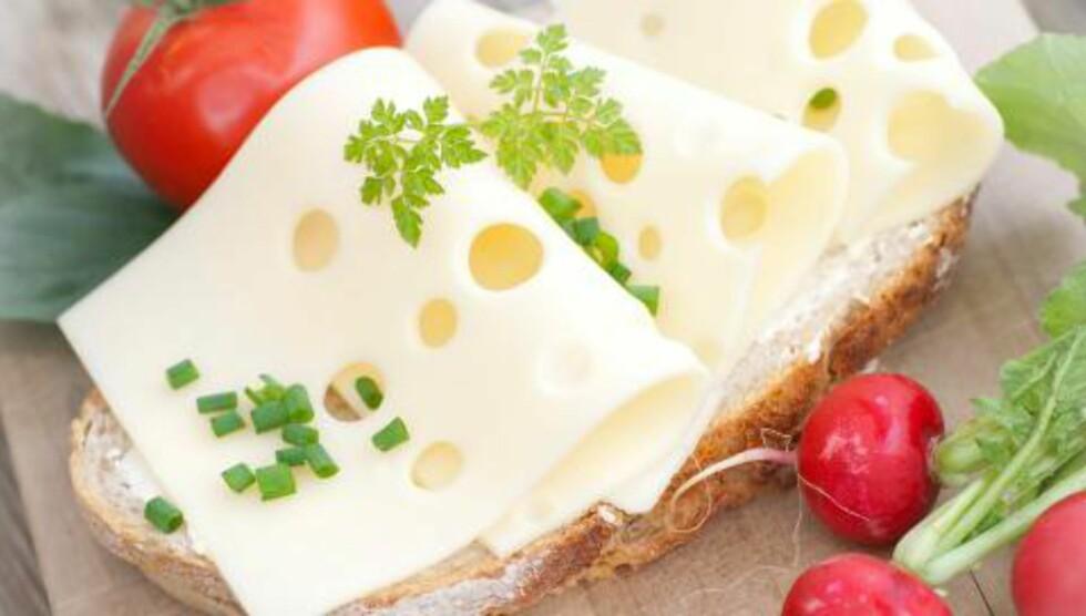 SPIS GULOST: Lise von Krogh anbefaler gulost til hverdags - gjerne beriket med vitamin D, og brunost til helgene. Foto: FOTOLIA