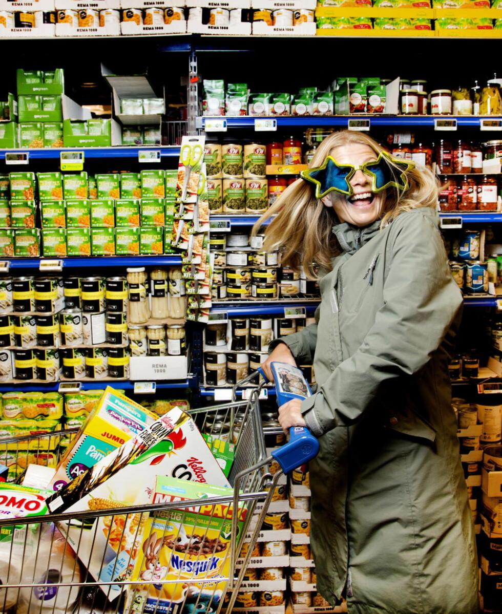LYKKEJAKT: Magasinet-journalist Rønnaug Jarlsbo fikk beskjed om å se verden gjennom andre briller for å bli mer lykkelig. Foto: Agnete Brun / Dagbladet