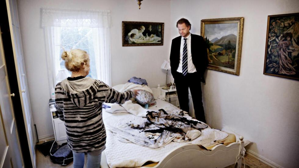 SAMBOEREN BRANT:  -  Her slo flammene opp fra dobbeltsenga, forklarer den 59 år gamle legen til sin forsvarer, advokat Thomas Klevenberg.Foto: Jacques Hvistendahl / Dagbladet