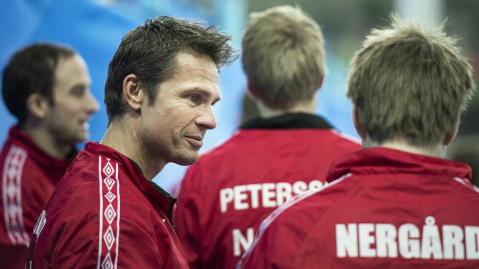 FINALEKLARE:  Norge med skip Thomas Ulsrud tok seg direkte til finalen i curling-EM på hjemmebane. Sveits ble slått med klare 7-4 torsdag. Foto: Carina Johansen / NTB scanpix