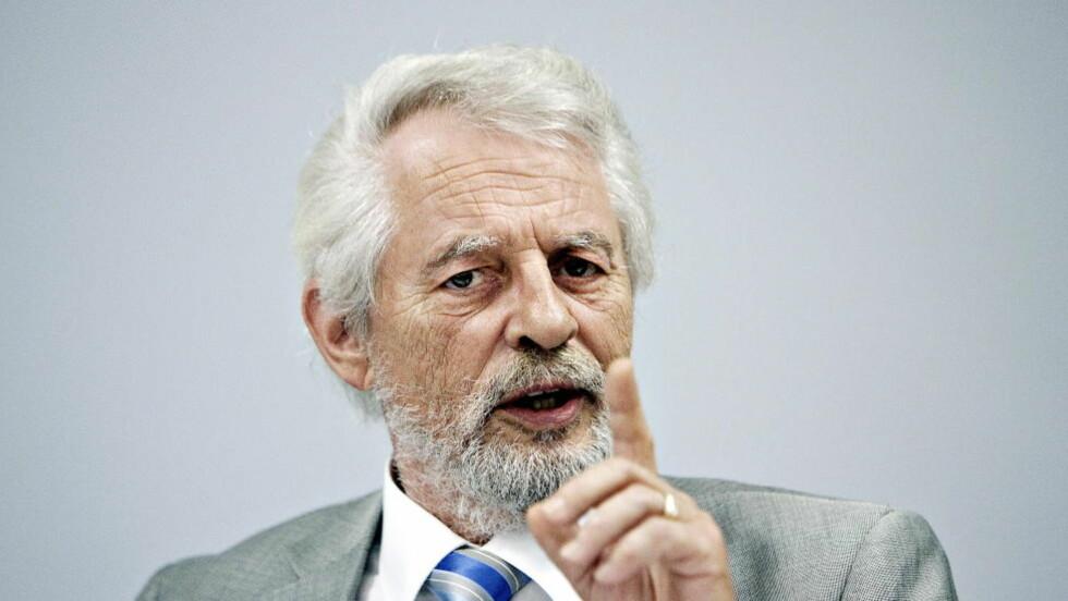 REFSENDE:  Avtroppende riksrevisor Jørgen Kosmo har lagt fram en rapport om effektiviteten i helseforetakene. Foto: Torbjørn Grønning / Dagbladet