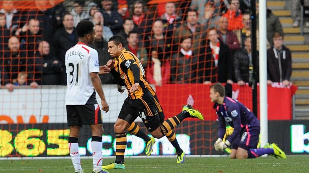 FØRSTE:  Jake Livermore scoret sitt første Premier League-mål da Hull slo Liverpool 3-1. Foto: AP Photo/Anna Gowthorpe/NTB Scanpix.
