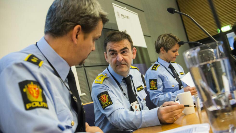 STORAKSJON: Politioverbetjent Bjørn-Erik Ludvigsen, Kripos-sjef Ketil Haukaas og Lena Reif, leder i seksjon for seksuallovbrudd i Kripos, redegjorde i dag for «operasjon share», en nasjonal politiaksjon for å stanse spredning av materiale som viser overgrep mot barn. Foto: Fredrik Varfjell / NTB scanpix