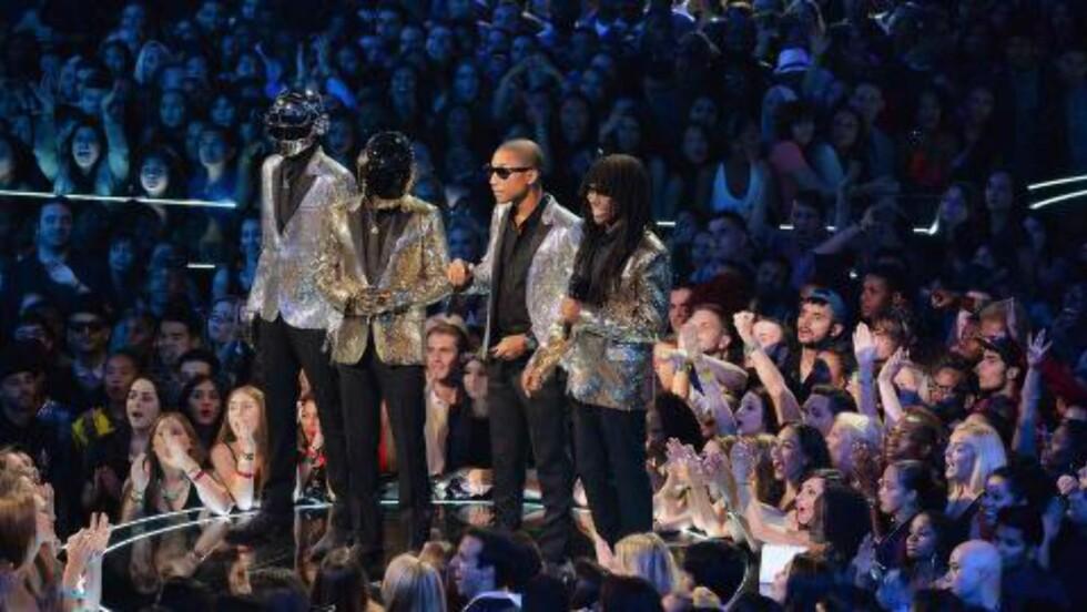 GJENGEN BAK NUMMER TO: Daft Punk, Pharrell Williams og Nile Rodgers på MTV Video Music Awards. Foto: Rick Diamond / Getty Images / NTB Scanpix.