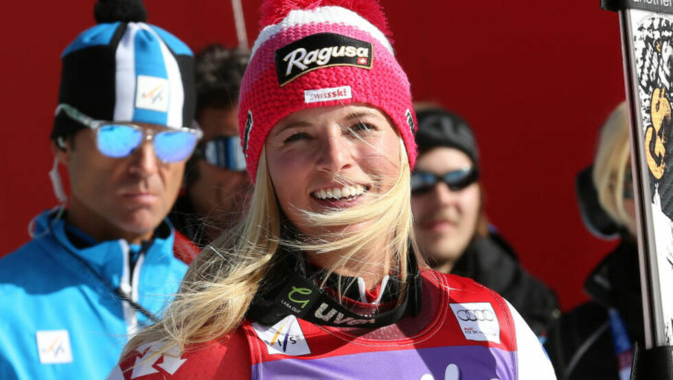 GOD ÅPNING: Lara Gut etter målgang i Sölden. Den sveitsiske 22-åringen har fått en drømmestart på OL-sesongen. Foto: AP Photo/Giovanni Auletta
