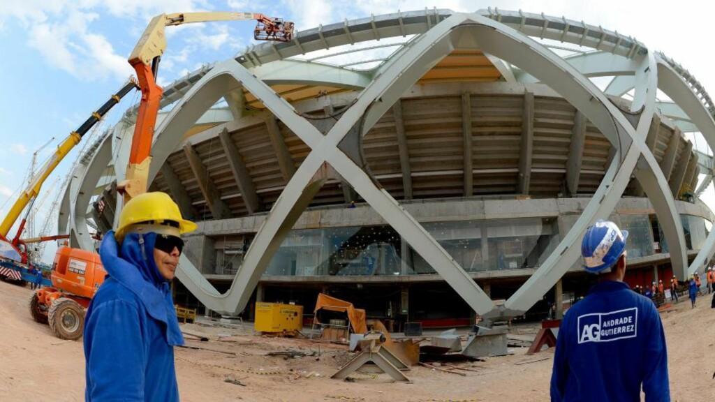 DØDSULYKKE:  En arbeider døde etter et fall fra tribunetaket til Arena Amazonia i Brasil. Foto: NTB Scanpix.