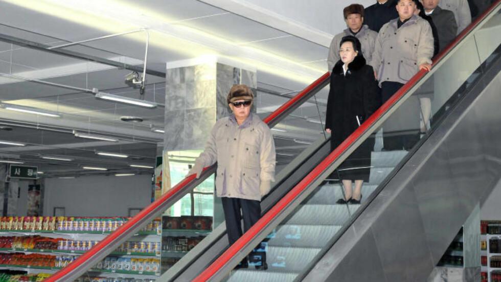 FAMILIÆRE FORHOLD: 67 år gamle Kim Kyoung-hui er en av meget få mennesker med direkte blodsbånd til landets nye leder. Hun er søster til Kims far Kim Jong-il og datter av Nord-Koreas første leder Kim Sung-il. Foto: AP Photo/Korean Central News Agency via Korea News Service