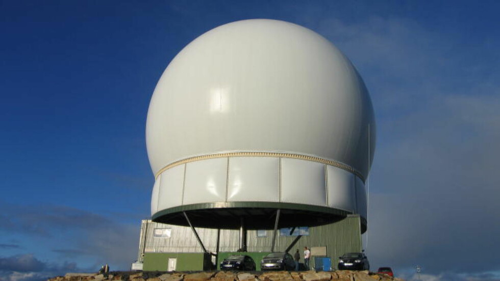 KAN OVERVÅKE SATELLITTER: «Globus II»-radaren i Vardø er ett av anleggene som brukes av Etterretningstjenesten til signaletterretning.