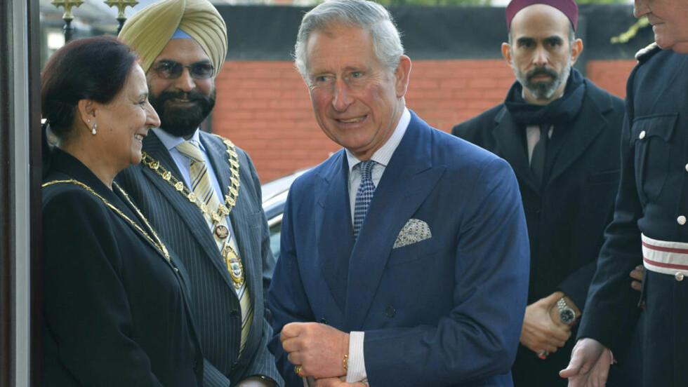 ANKOMMER: Prins Charles sa på en julemottakelse for religiøse ledere denne uken at han er sterkt bekymret over utviklingen i Midtøsten. Foto: Reuters / NTB scanpix