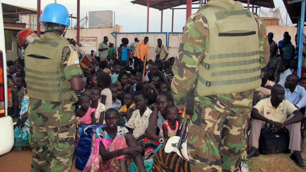 HAR SØKT TILFLUKT:  Opp mot 13 000 flyktninger har søkt tilflukt ved UNMISS sine base ved flyplassen i hovedstaden Juba. Onsdagens angrep skjedde ved FN-basen i byen Akobo, hvor flyktninger også hadde søkt tilflukt. Foto: Scanpix/AFP PHOTO / UNMISS / Rolla Hinedi