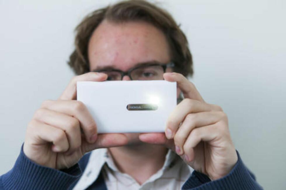 SLIK FILMER DU: Hold telefonen rett vei når du skal filme med mobilen. Da gjør du både deg selv og videoklippet ditt en stor tjeneste. Foto: PER ERVLAND
