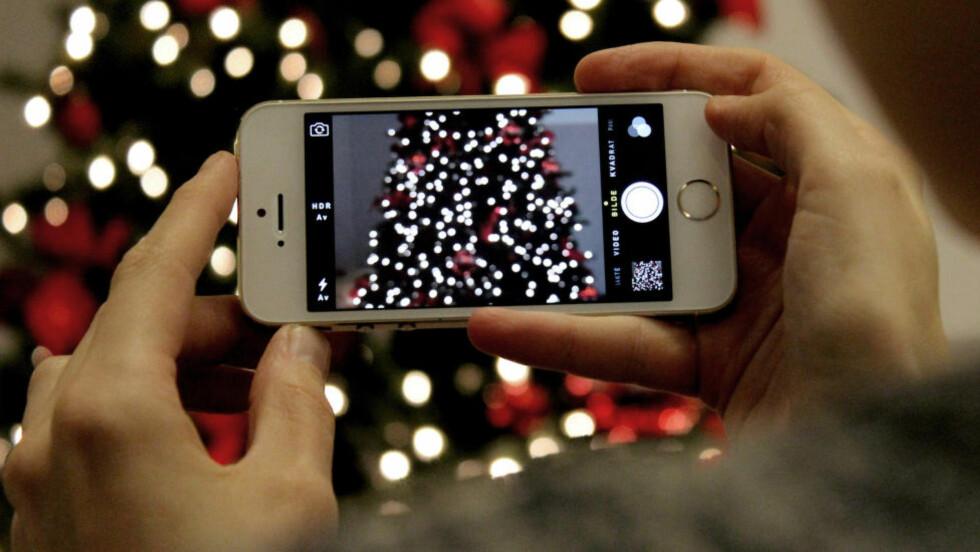 DU GRØNNE GLITRENDE: Hvordan skal du få mobilbildene dine til å skinne i jula? Følg våre råd. Foto: OLE PETTER BAUGERØD STOKKE / DINSIDE.NO