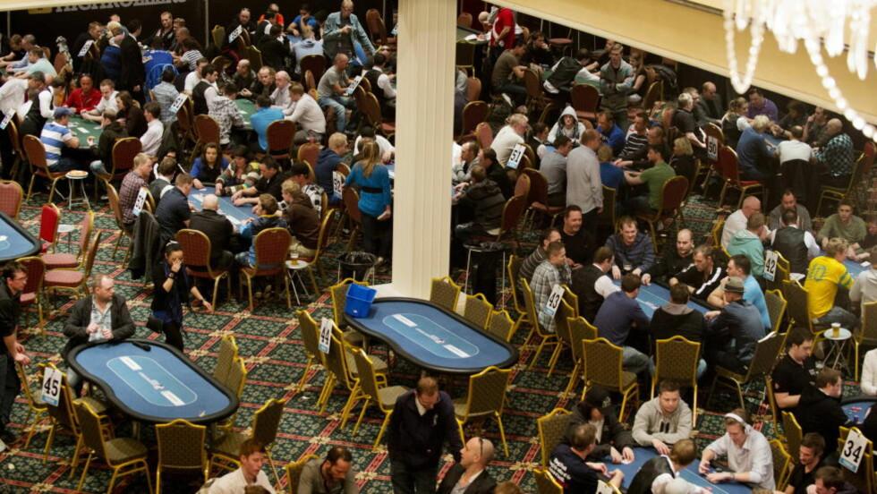 NORGESMESTERSKAP I UTLANDET: Over 1000 nordmenn deltok på Poker-NM i Dublin 2012. Hvis Kulturdepartementet sitt forslag blir vedtatt, kan Poker-NM i 2015 finne sted i Norge. Foto: Øistein Norum Monsen / DAGBLADET