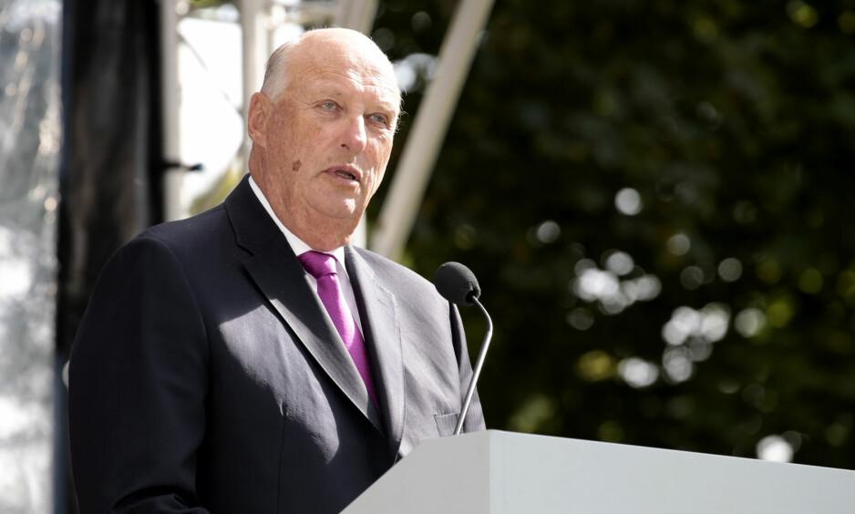 MAKT: Kong Harald kan få mye makt i polariseringens tidsalder, mener artikkelforfatteren. Foto: Lise Åserud / NTB scanpix