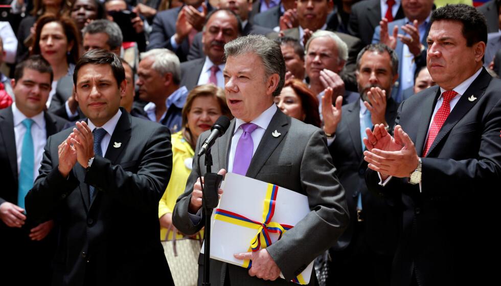 ERKLÆRER VÅPENHVILE: President Juan Manuel Santos erklærer her våpenhvile med FARC 25. august i år. Foto: REUTERS/John Vizcaino
