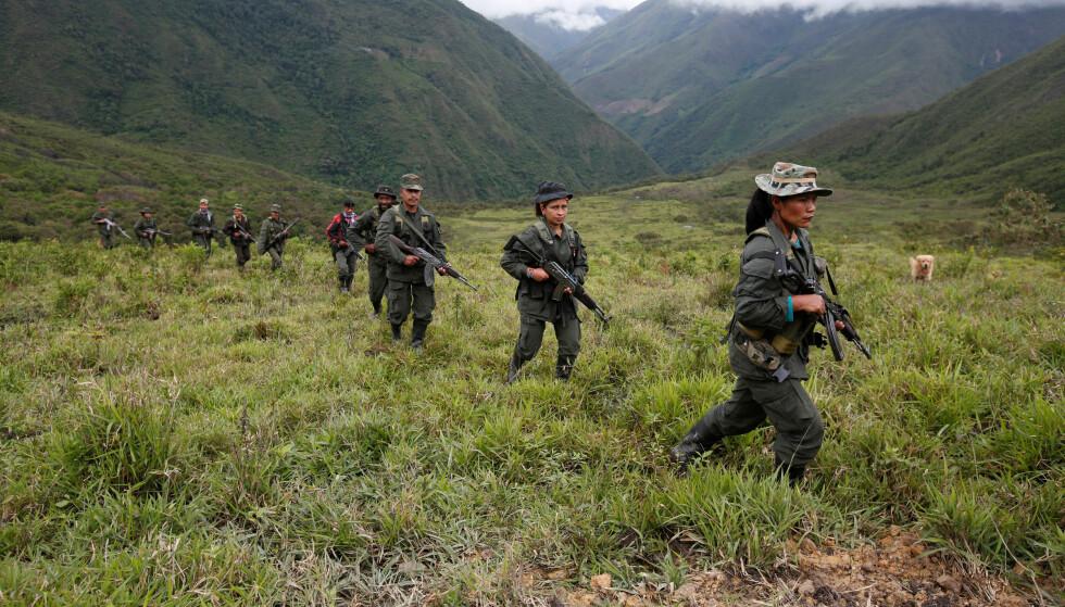 FREDSAVTALE: Disse FARC-soldatene kan legge bort våpnene dersom folket i Colombia ønsker det.  REUTERS/John Vizcaino     TPX IMAGES OF THE DAY