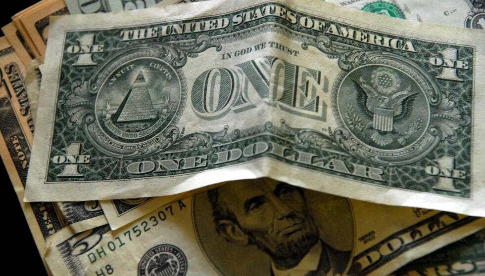 STORT PENGEFUNN: Ifølge etterforskerne ble det funnet 120 millioner dollar og 2,2 millioner euro i kontanter i korrupsjonsjegerens hjem. Foto: NTB Scanpix