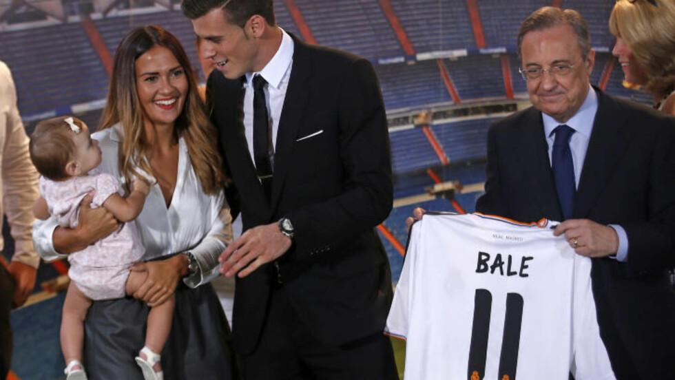 FAMILIEORIENTERTE: Gareth Bale og kjæresten Emma Rhys-Jones foretrekker rolige familiekvelder innendørs framfor nattklubber og vill festing. Foto: Reuters / NTB scanpix