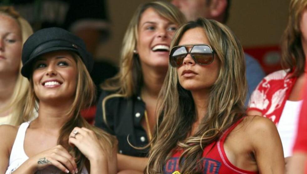 WAGs: Cheryl Cole (ekskona til Ashley Cole), Coleen Rooney (gift med Wayne Rooney) og Victoria Beckham (David Beckhams kone) er kjente WAGs - fotballspillernes «Wives And Girlfriends». Her på tribunen i 2006 - året da uttrykket for alvor ble etablert.  Foto: Reuters / NTB scanpix