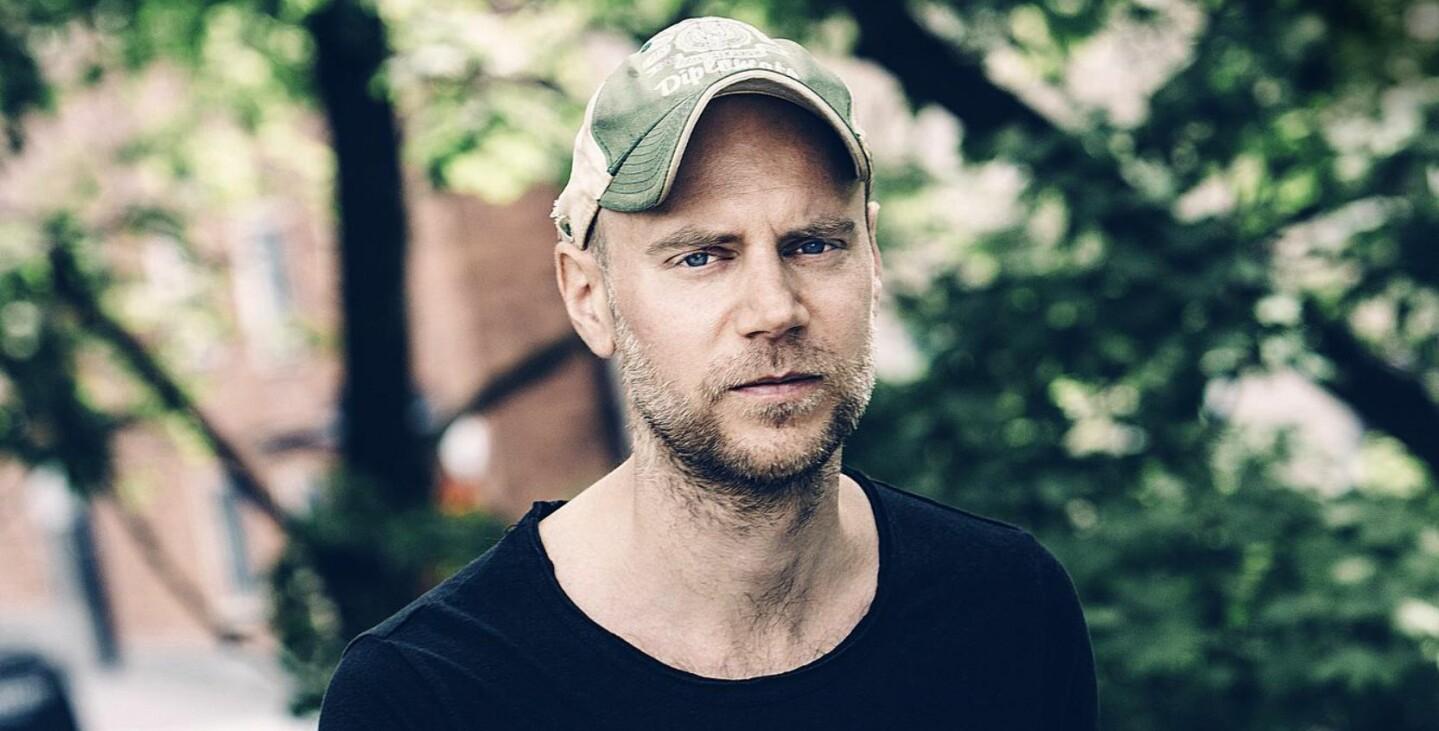 NOMINERT: Tom Malmquist er nominert til Nordisk råds litteraturpris for «I hvert øyeblikk er vi fortsatt i live». 8. september kommer romanen ut på norsk. Foto: Rickard L. Eriksson