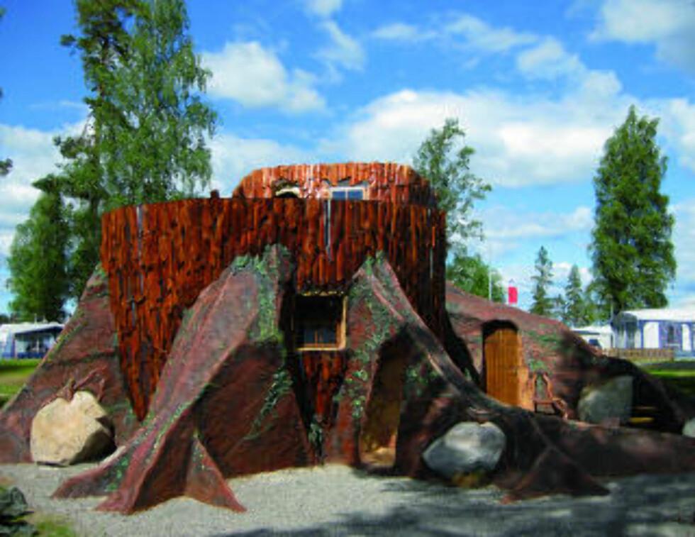 LITT RONJA: Ut september er luksushytta på innsiden av en stubbe åpen. Så er sesongen over for Karlsborg camping ved Vättern. Foto: KARLSBORG CAMPING/VISIT SWEDEN